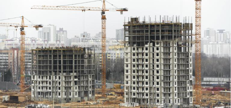क्या रिहायशी परियोजना के दूसरे या तीसरे चरण में निवेश करना उचित है?